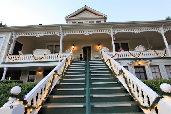 the raford inn front steps