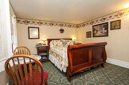 healdsburg bed and breakfast guestroom with bed and sitting area